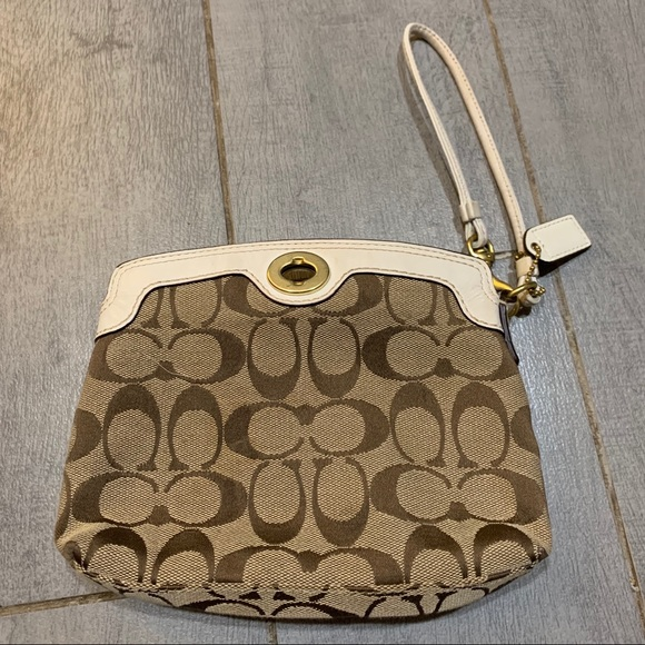 Coach Handbags - NWOT coach wristlet